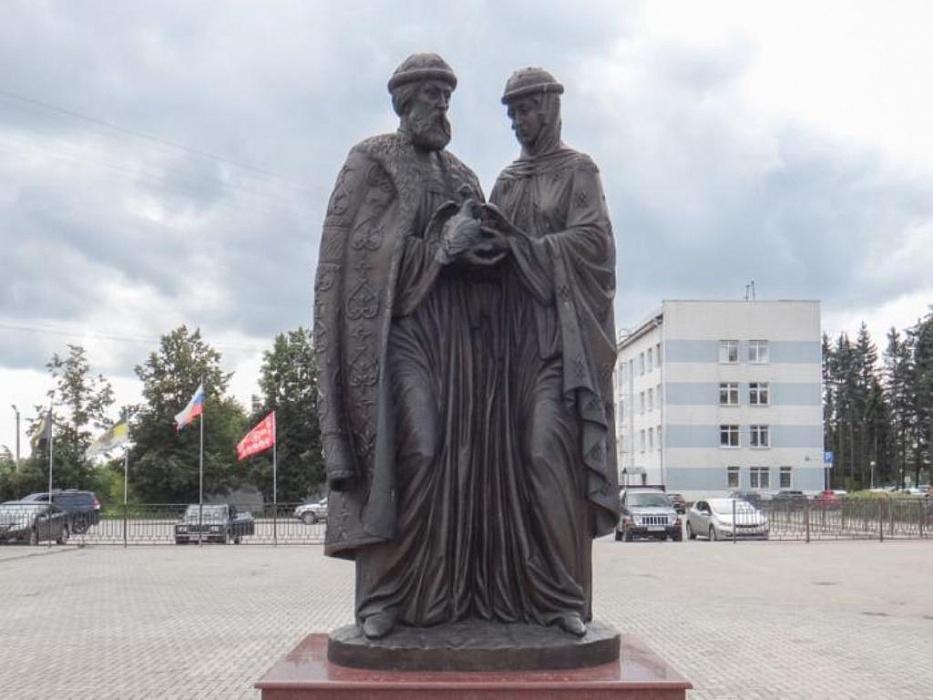 В Конаково памятник Петру и Февронье перенесут к городскому ЗАГСу