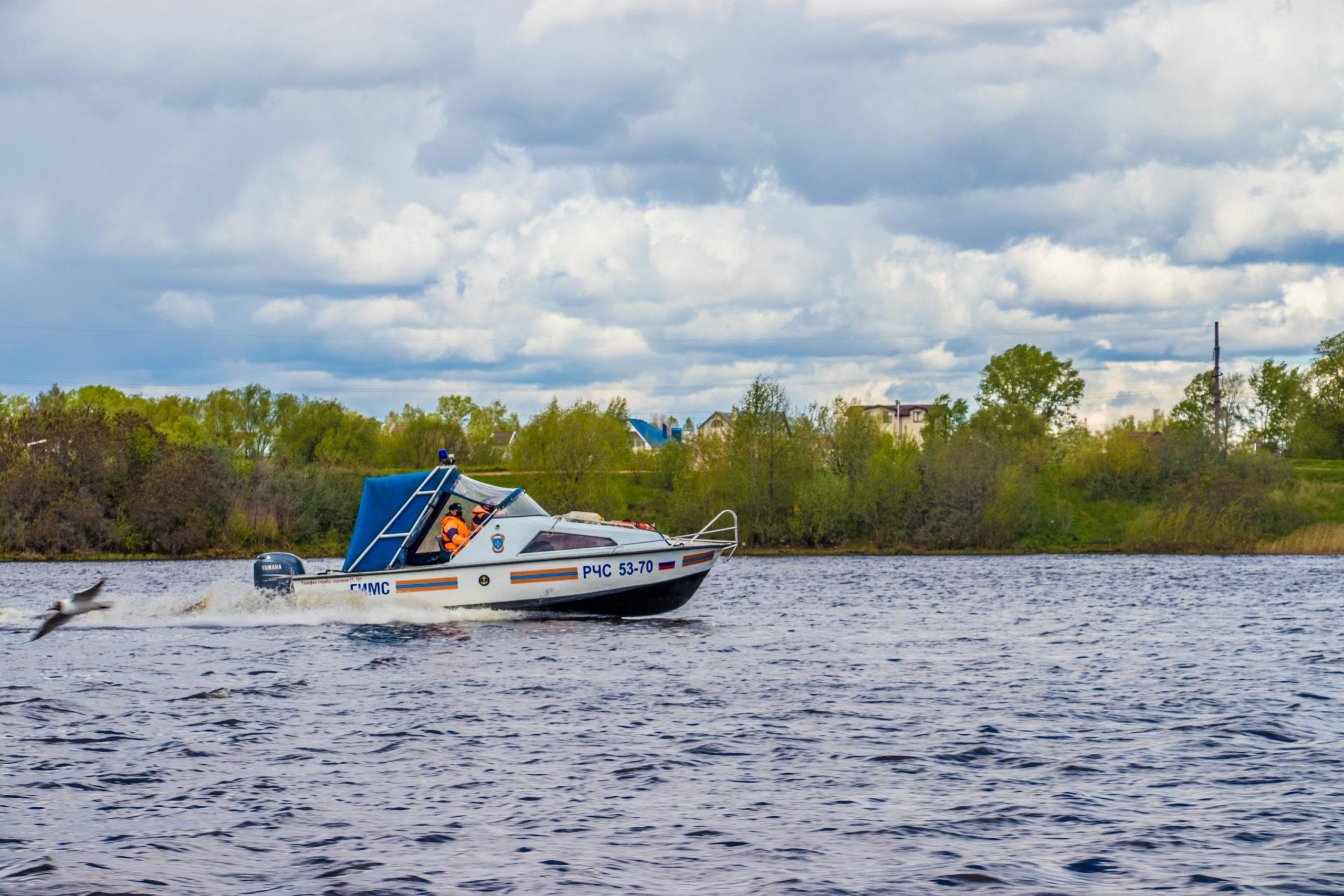 В Тверской области спасатели начали присматривать за людьми в лодках и на берегу