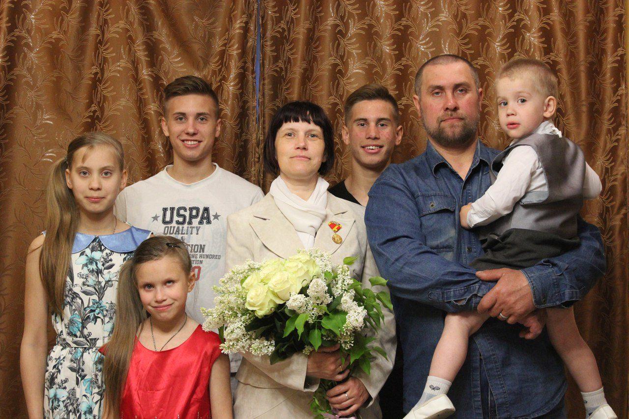 Владимир Путин наградил семью из Твери медалью ордена «Родительская слава»