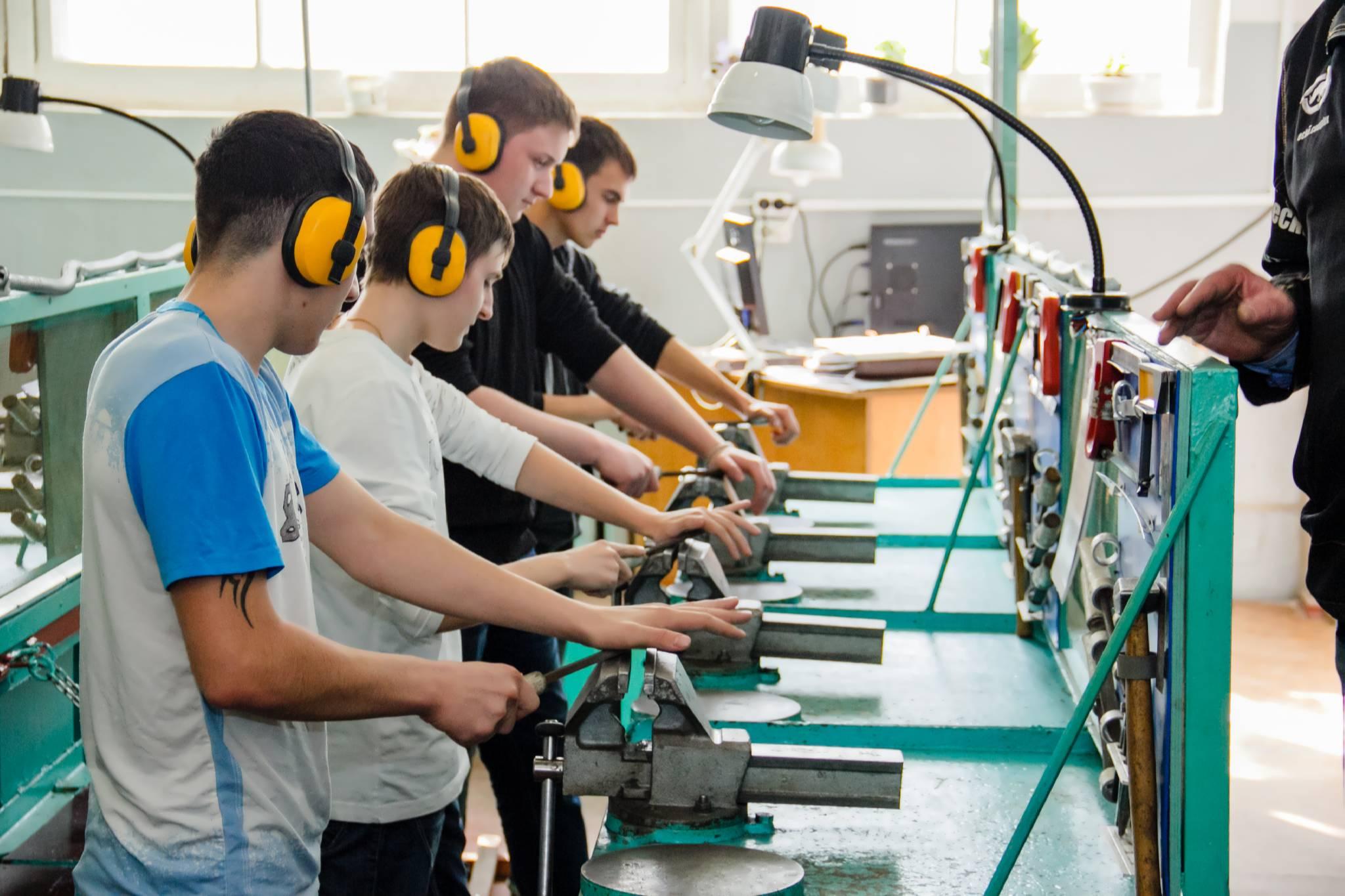 Тверские колледжи смогут получить грант на развитие мастерских