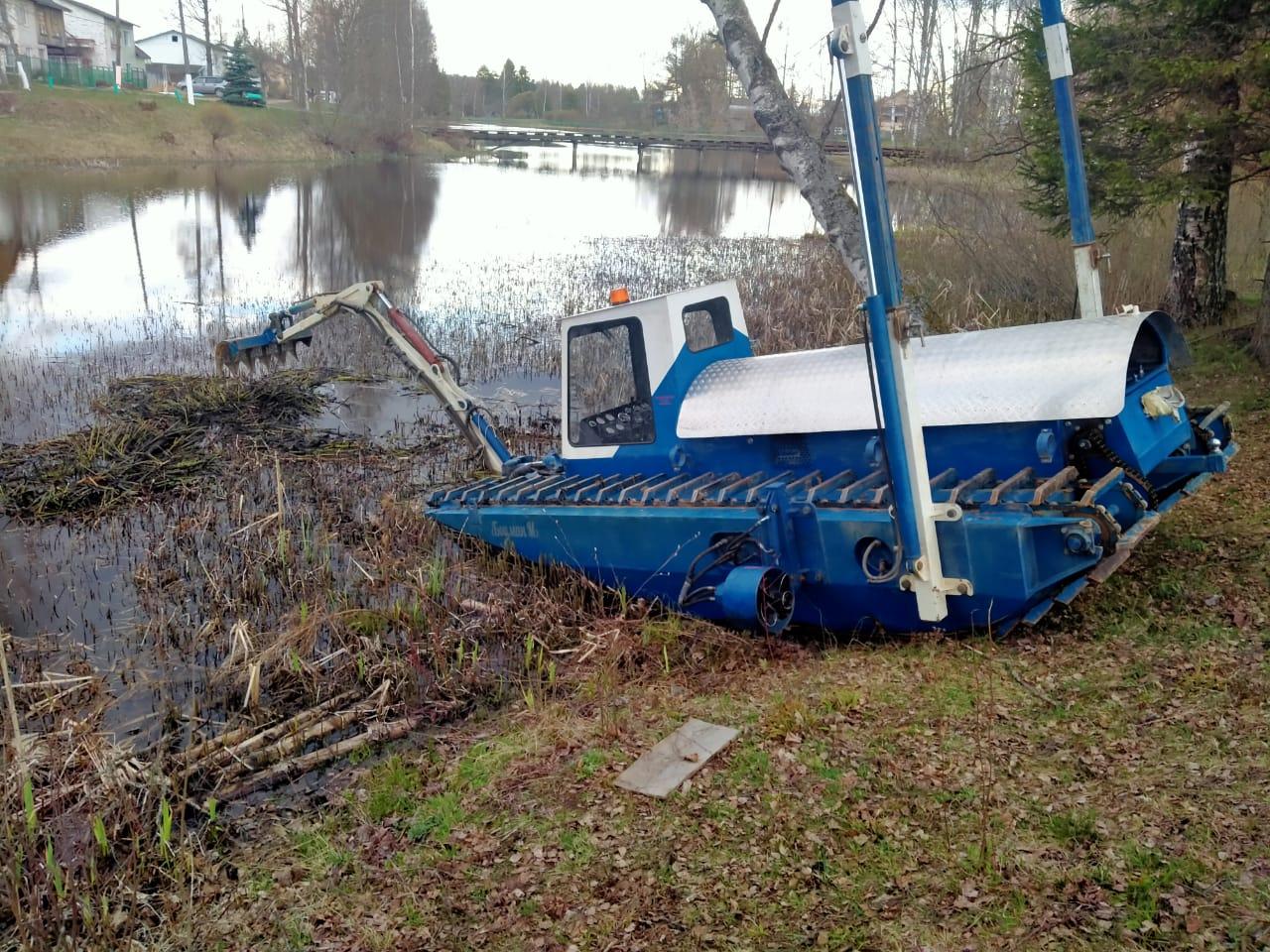 Земснаряд, который утонул во время работы в Тверской области, снова на плаву