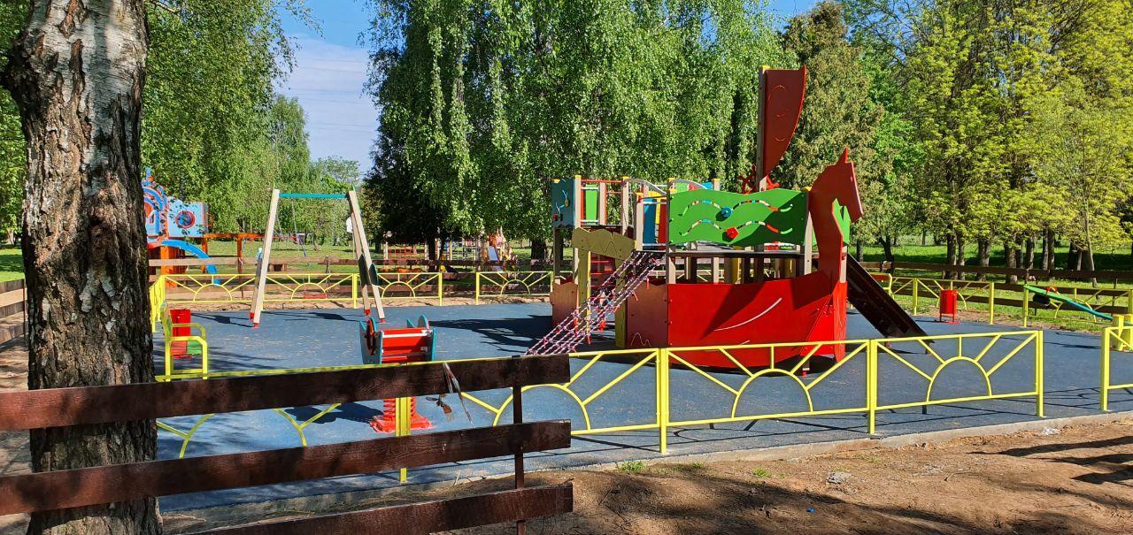 В тверском Парке Победы установили новую детскую площадку