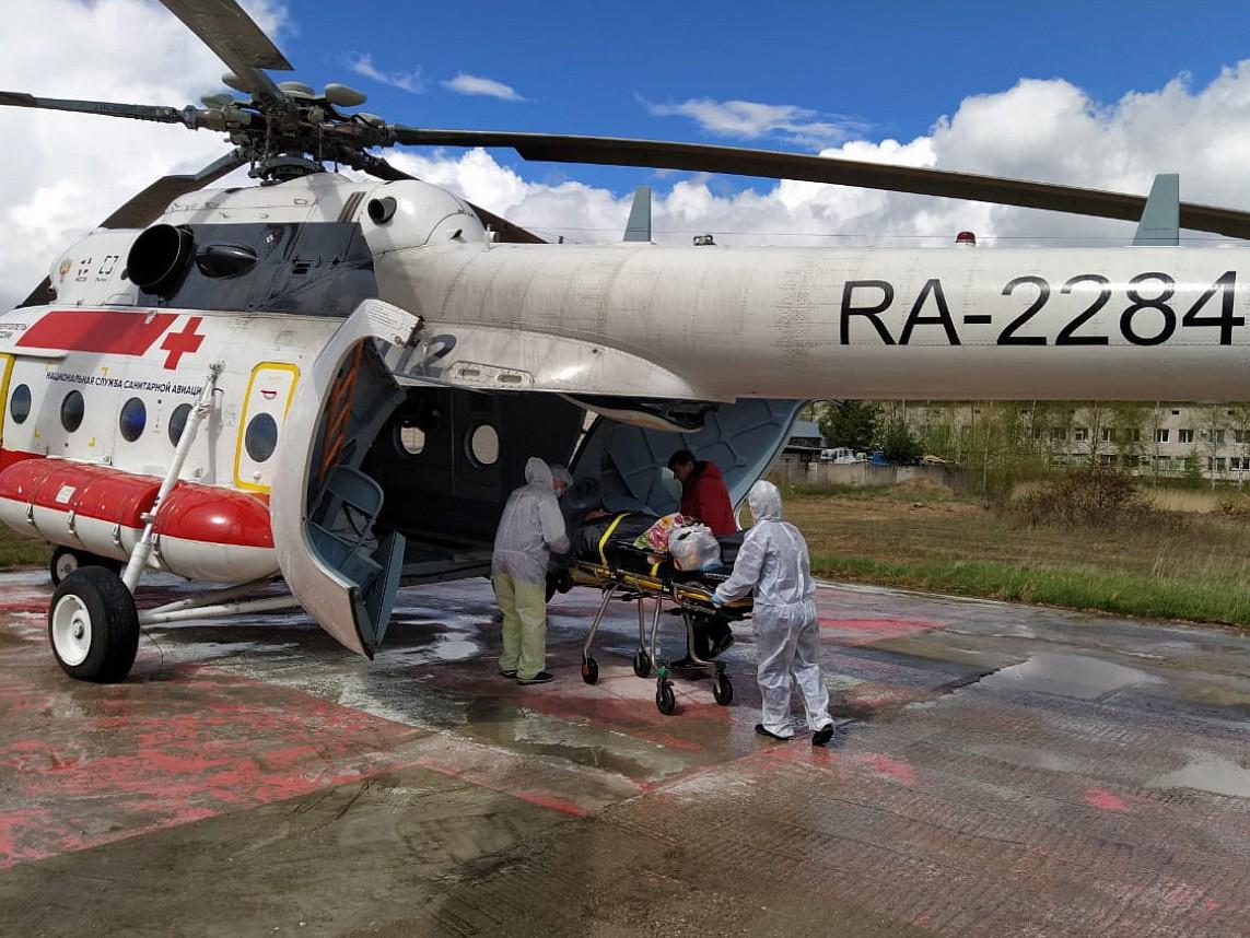 Силами санавиации в Удомлю доставили врачей из Твери