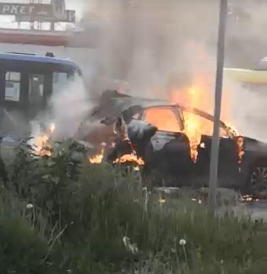 Взрыв автомобиля на выезде из Твери попал на видео