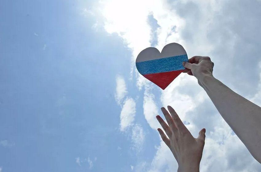 Флешмобы, челленджи и автопробег: как жители Тверской области отметят День России