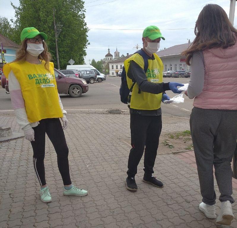 Жителям Торопца бесплатно раздали 10 тысяч защитных масок