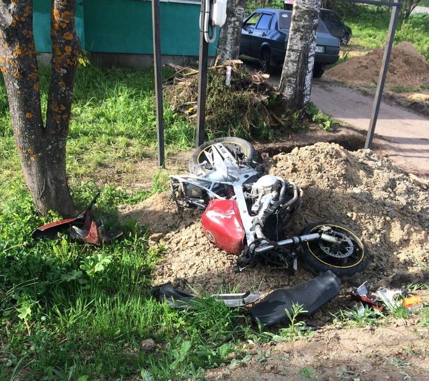 В Тверской области пьяный мотоциклист вылетел в кювет