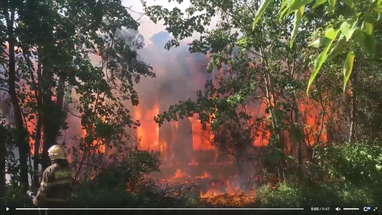 Крупный пожар разгорелся в Твери на улице Бориса Полевого