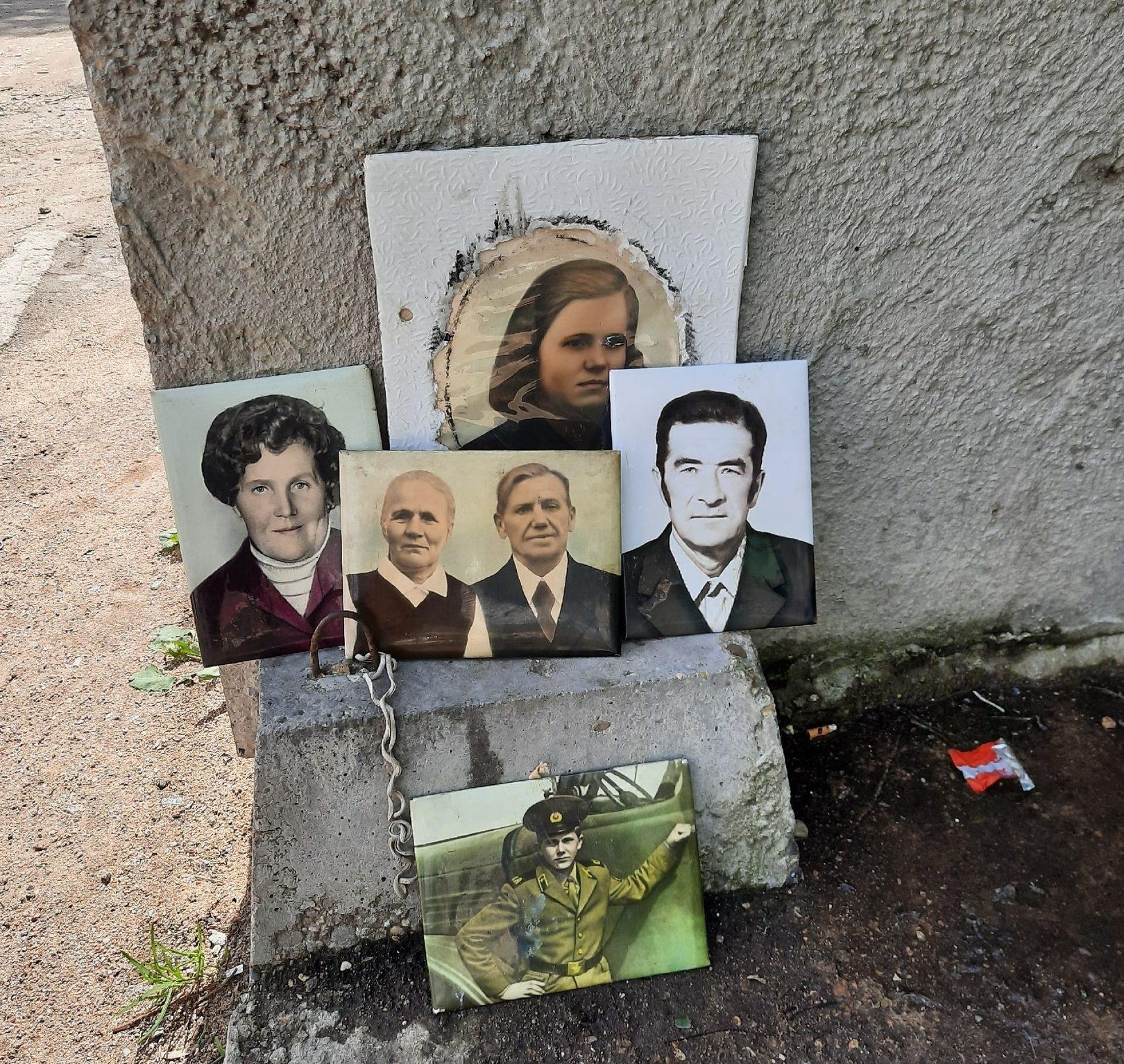 Жители Тверской области начали выбрасывать на помойку семейные фотографии