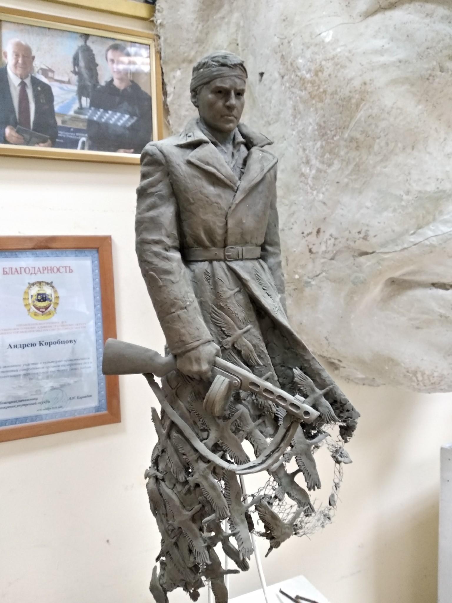 """Скульптор Ржевского мемориала рассказал, как солдату-защитнику """"бинтовали"""" голову"""