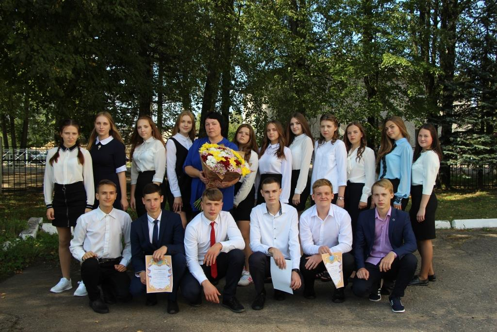 Глава района в Тверской области поздравил школьников с окончанием учебного года