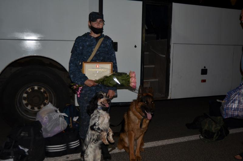 Тверских полицейских, вернувшихся из командировки на Кавказ, встречали цветами