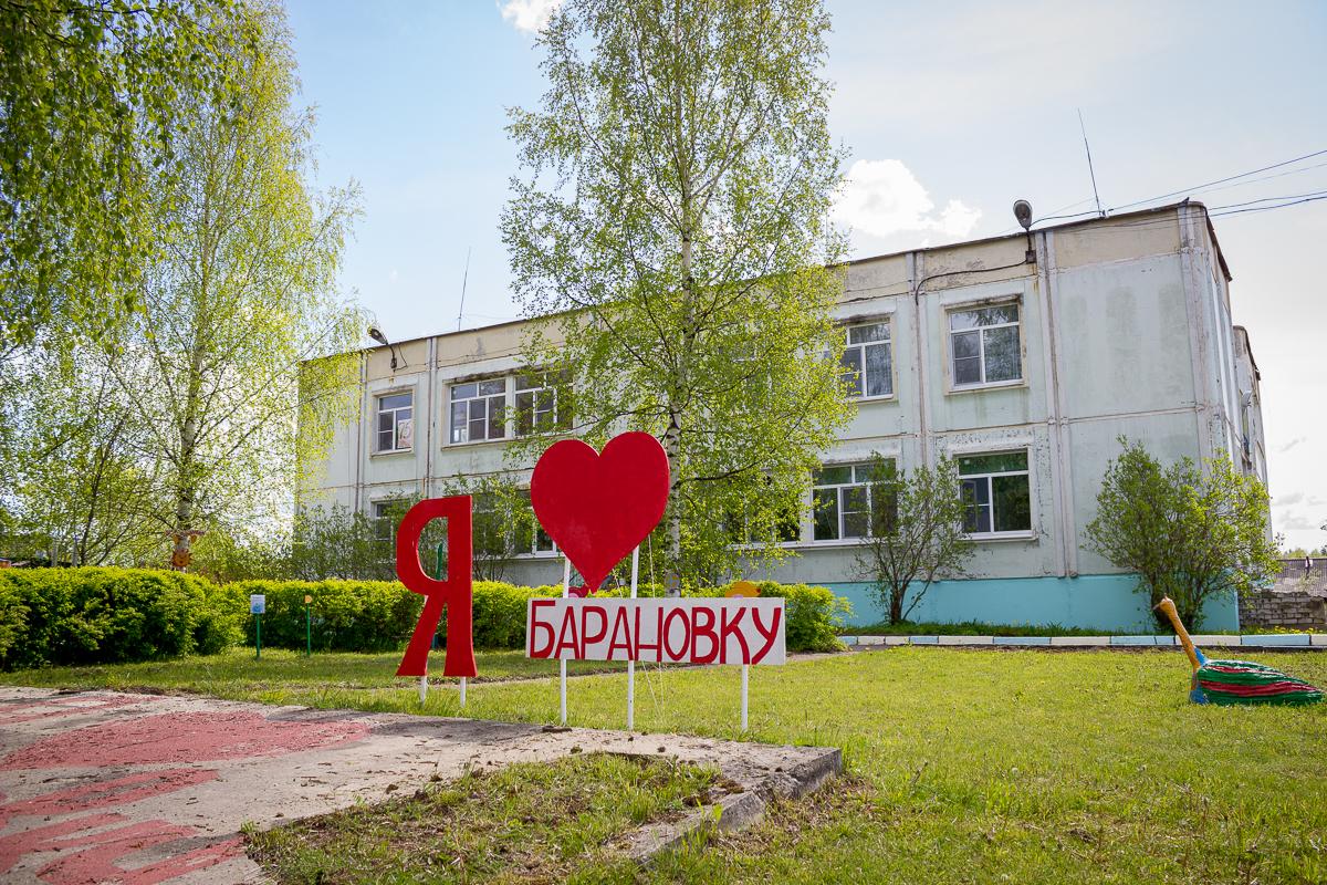 Жительницы Лихославльского района украсили деревню необычными арт-объектами