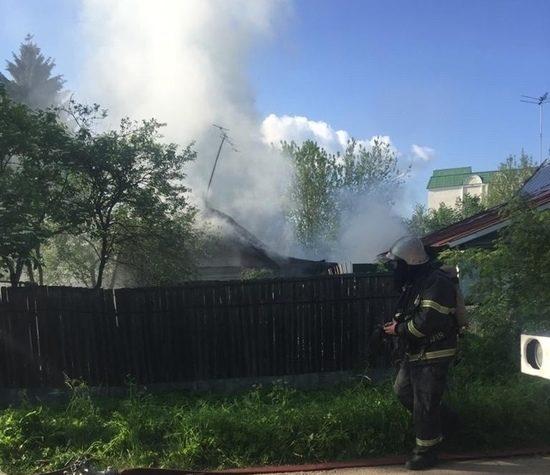 В Твери по неизвестным причинам сгорел дом