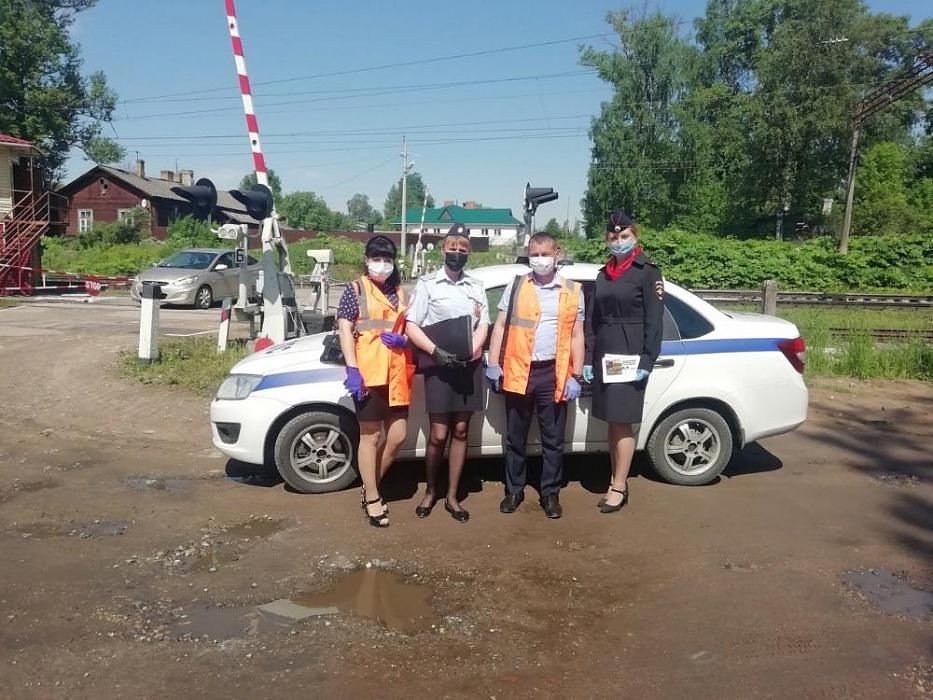 В Тверской области провели акцию «Соблюдай безопасность на железнодорожном переезде»