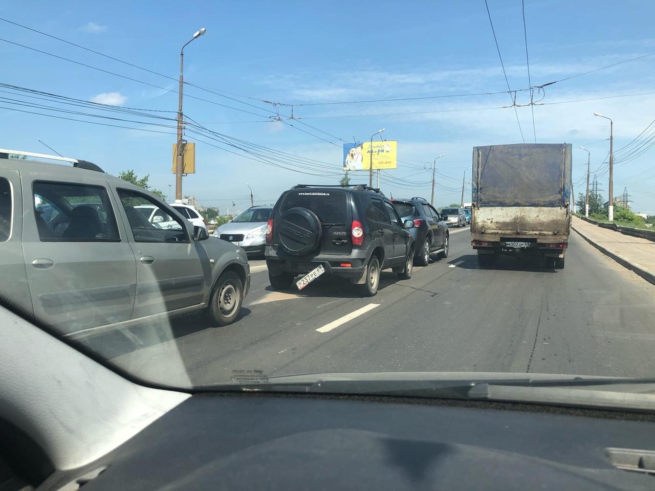 На Южном мосту в Твери вновь собирается пробка