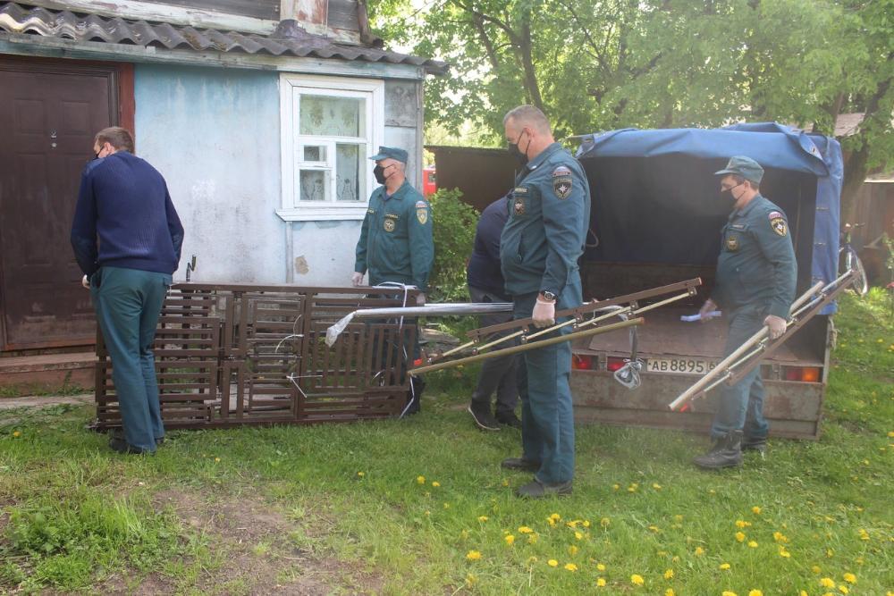 Прикованному к постели жителю Тверской области спасатели привезли многофункциональную кровать