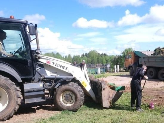 В Тверской области убрали мусор с городских кладбищ