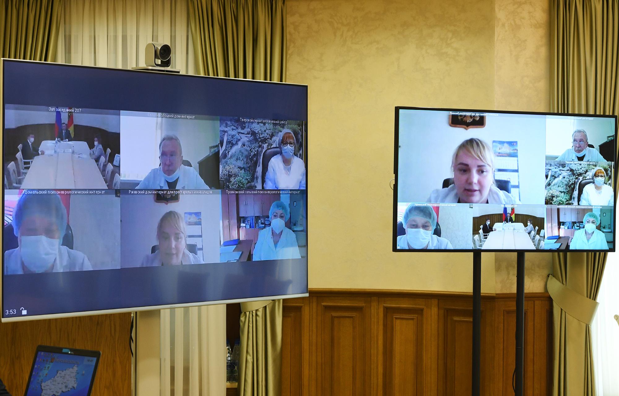 Социальные работники рассказали Губернатору Игорю Рудене о своевременном получении региональных выплат