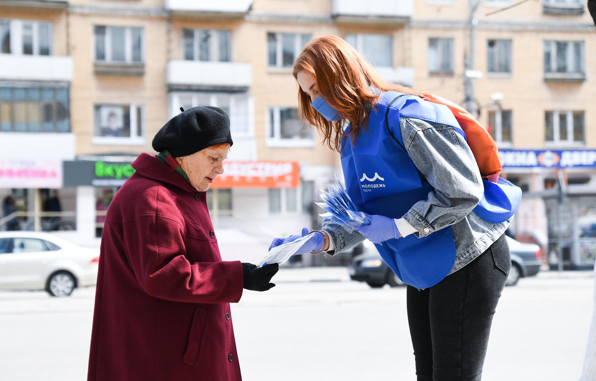 Тверские волонтеры раздали около 800 тысяч многоразовых масок