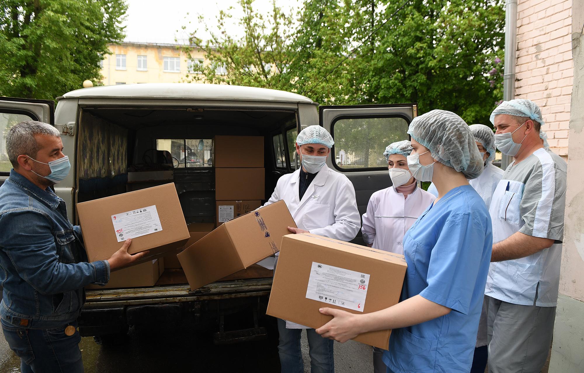 Кимрская фабрика имени Горького передала средства индивидуальной защиты тверской больнице