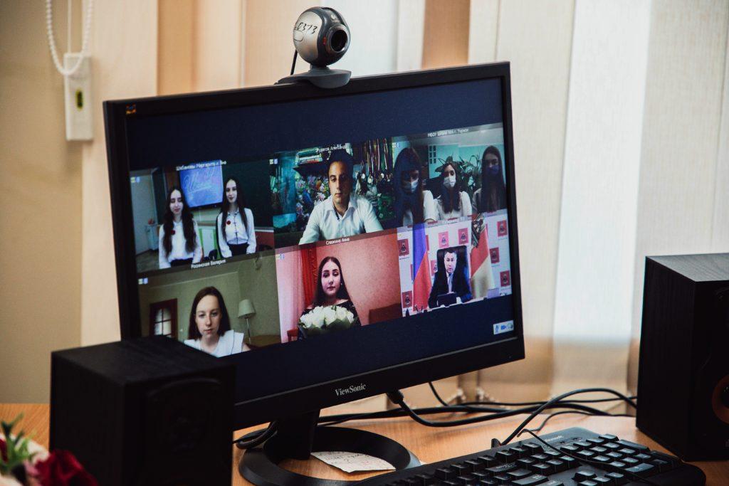 Золотые медалисты пообщались с губернатором Тверской области по видеосвязи