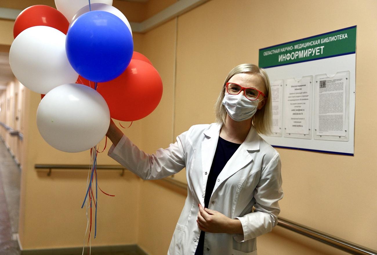 Медиков Тверской области поздравили жители области и коллеги