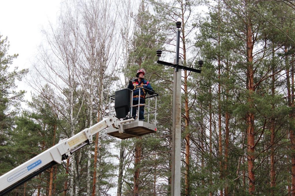 Энергетики Тверьэнерго работают над устранением последствий грозового фронта