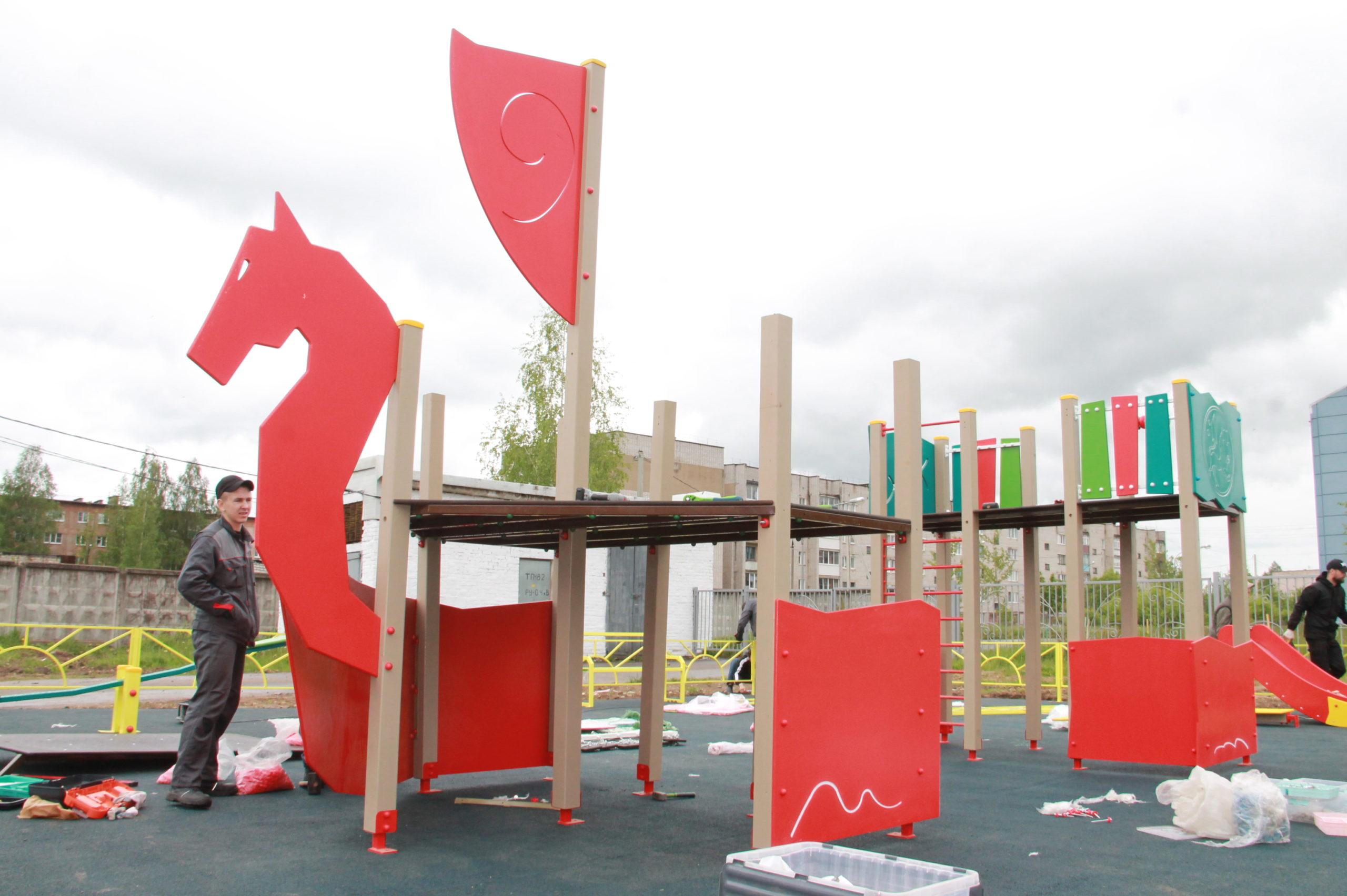 В Нелидово установили новую детскую площадку