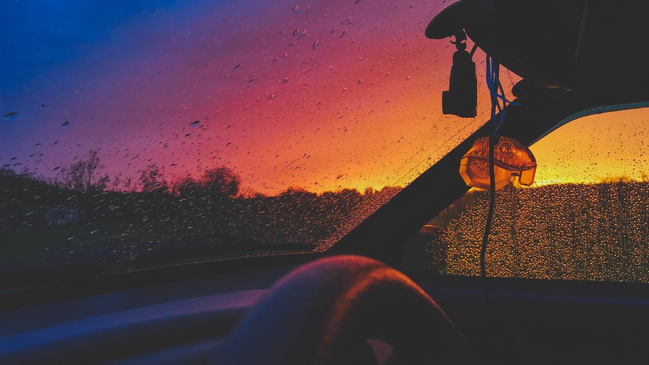 Краски весеннего заката разлились над Тверью