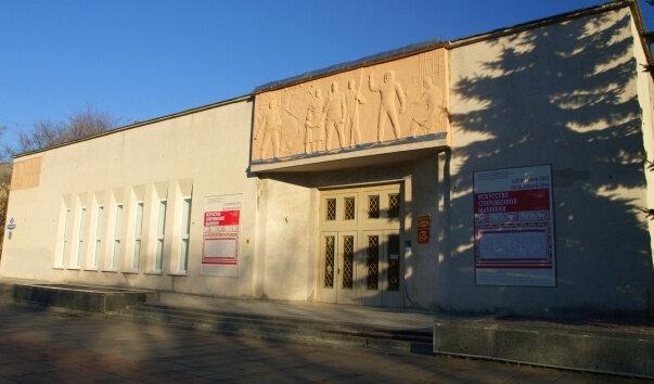 """Более 350 работ изобразительного искусства представлены на выставке """"Памятью живы будем» в Твери"""
