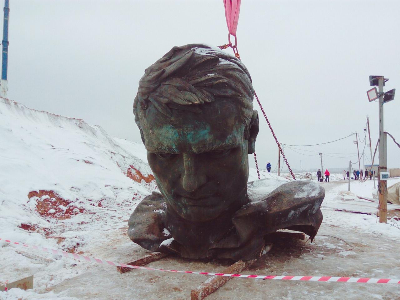 Вспоминаем, как проходила установка мемориала Советскому солдату в Тверской области