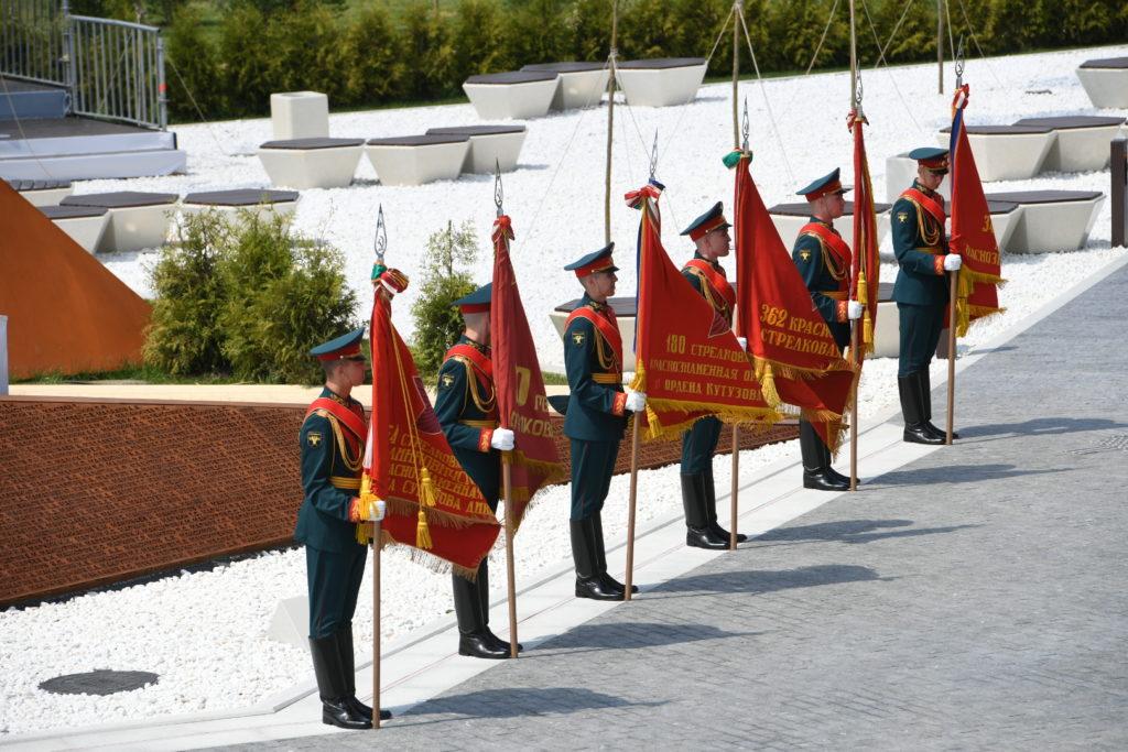 Владимир Путин открыл Ржевский мемориал и выступил с обращением к гражданам