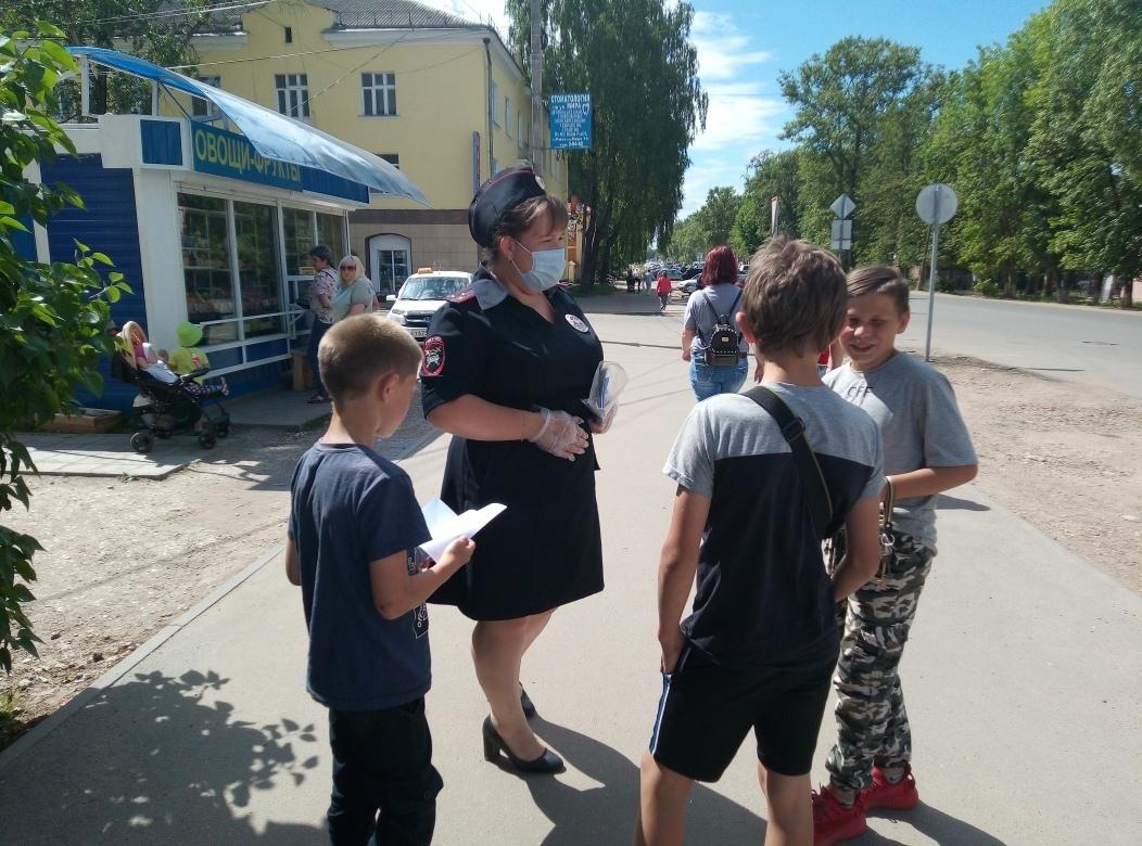 Ржевские автоинспекторы напомнили детям о правилах поведения на дороге