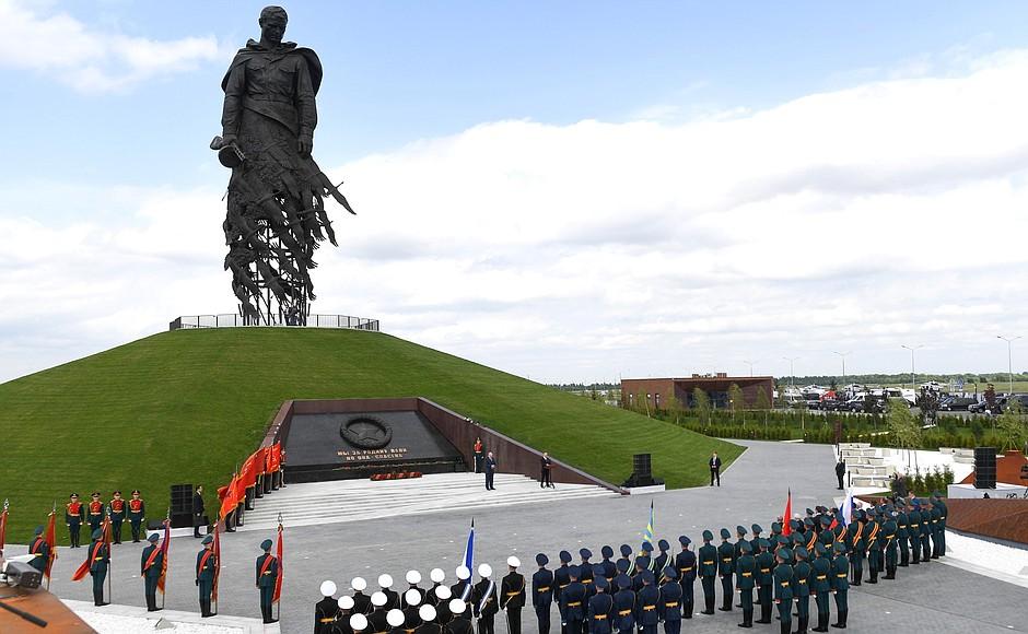 За два дня более 12 000 человек посетили мемориал Советскому солдату в Тверской области
