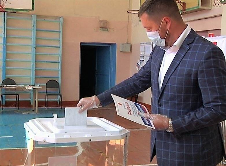 Глава Ржева проголосовал по вопросу внесения поправок в Конституцию России