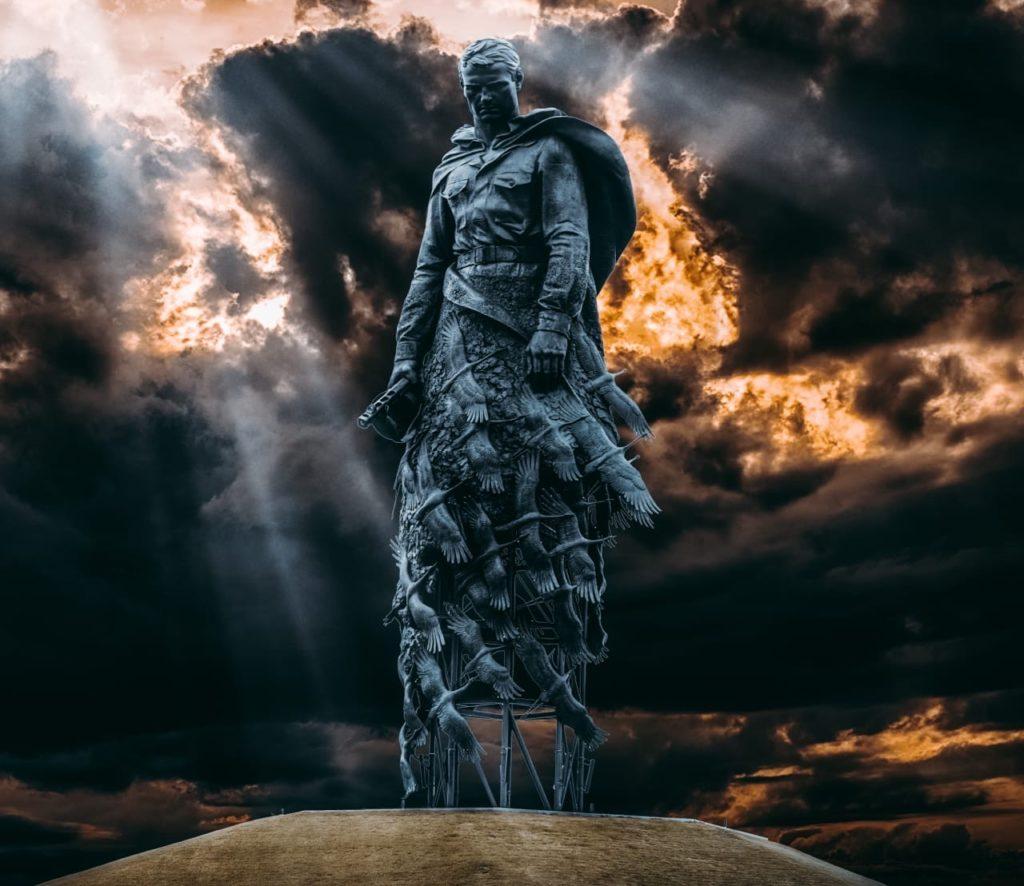 Скульптор Андрей Коробцов вместе с семьей побывал на Ржевском мемориале