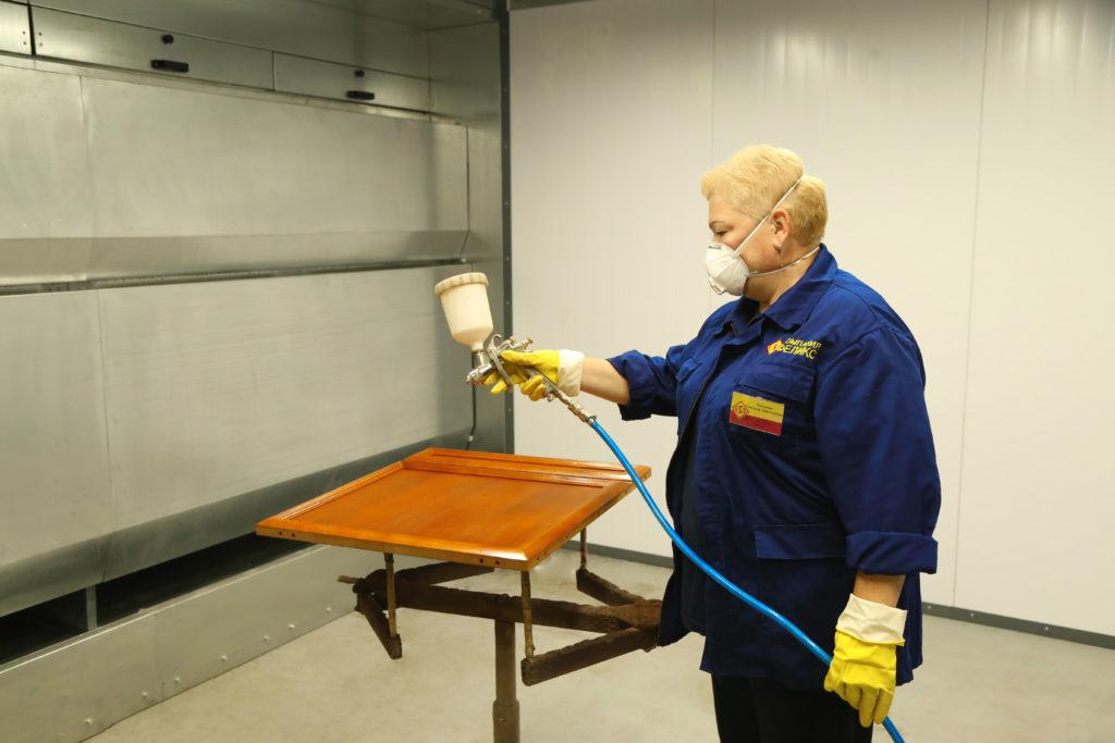Новое лакокрасочное оборудование установили на мебельной фабрике в Тверской области