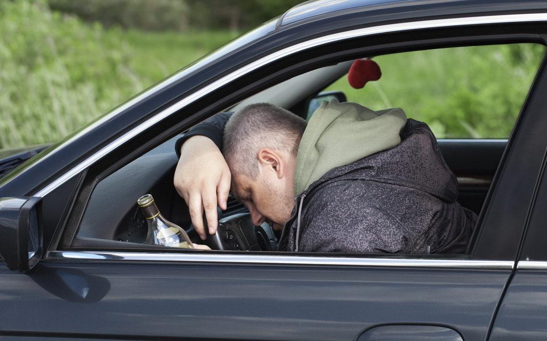 Мужчина похитил у спящего собутыльника ключи от машины и поехал кататься по Тверской области