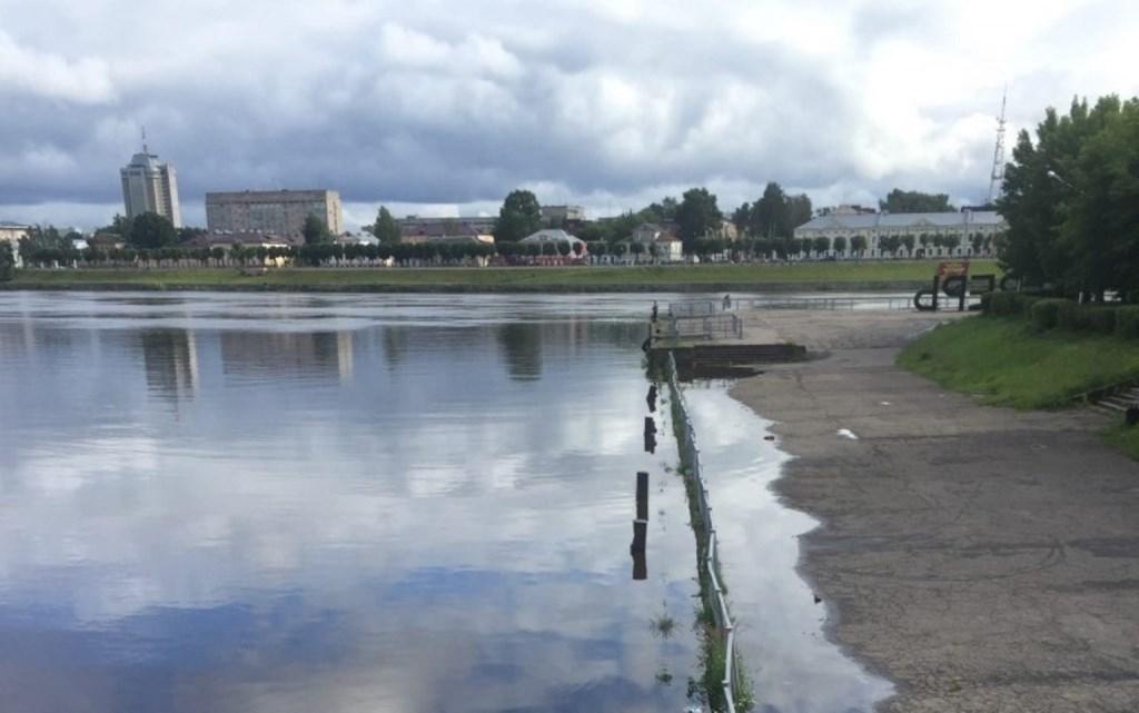 В Твери пристань около Речного вокзала затопило