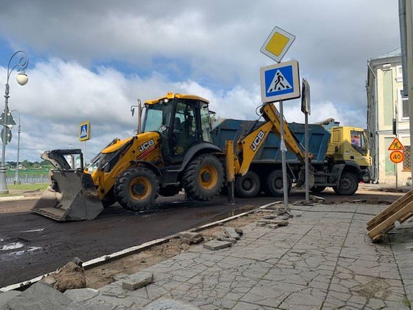 На 18 улицах Твери укладывают новый асфальт