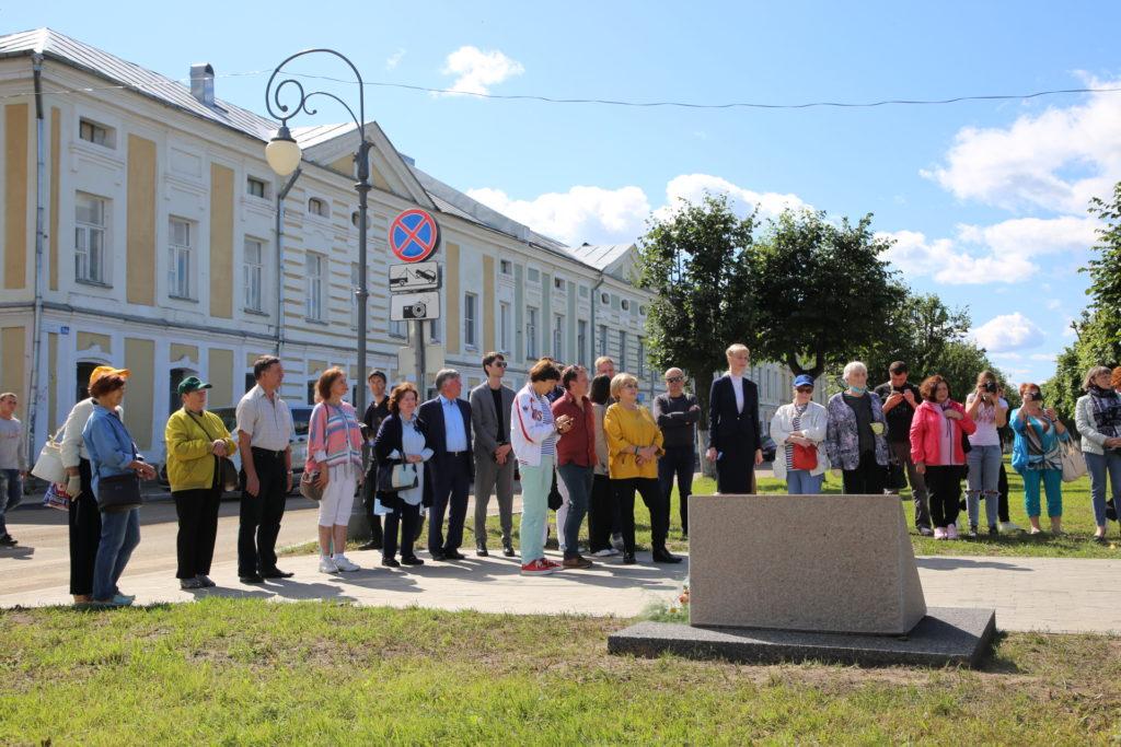 На набережной Волги в Твери заложили каменьна местебудущегопамятникапоэту Андрею Дементьеву