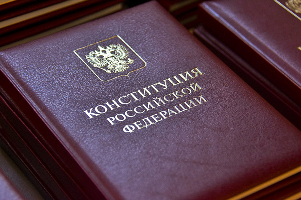 По результатам обработки первых протоколов поправки в Конституцию РФ поддерживают 73 % проголосовавших граждан