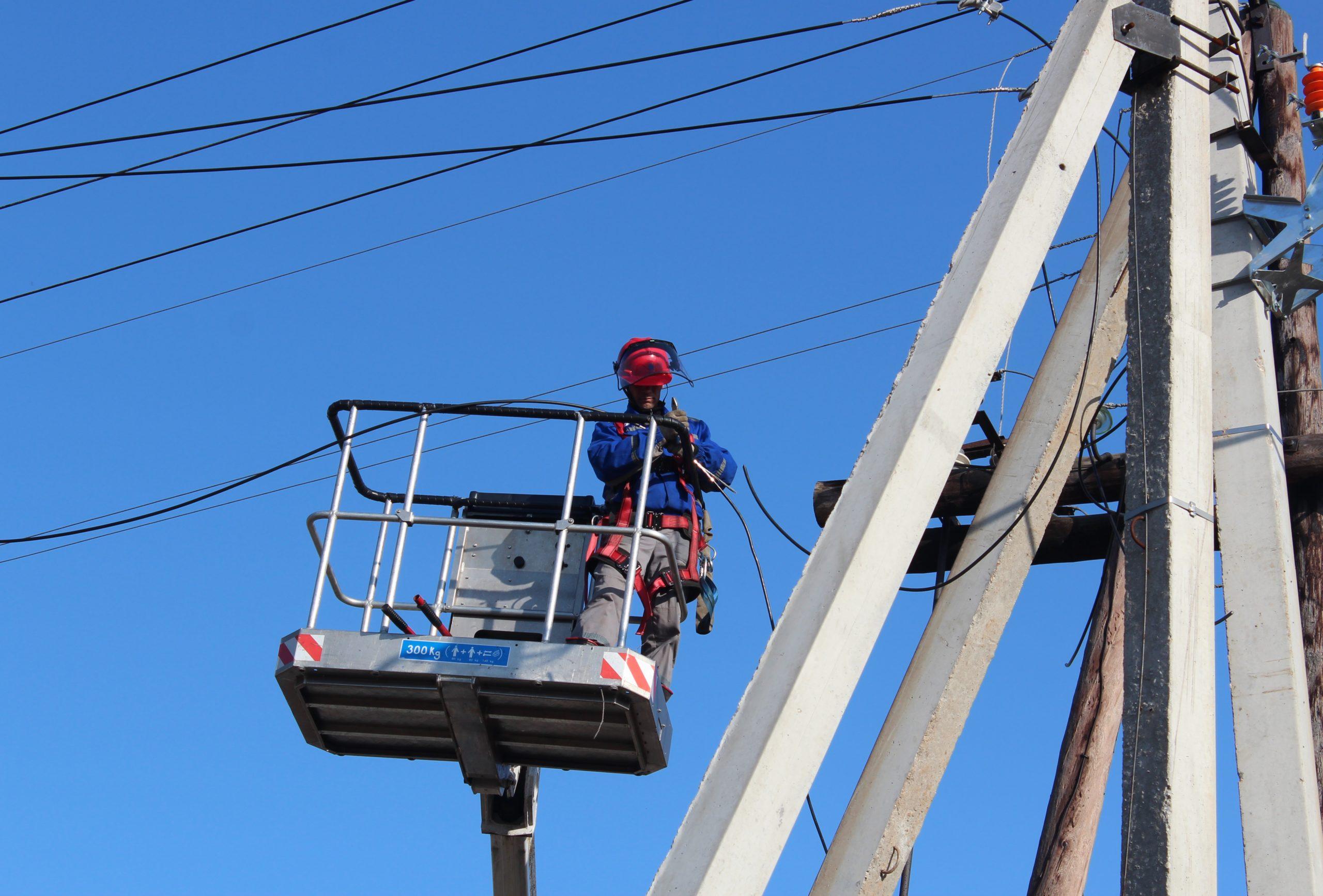 Энергетики мобилизовали все силы и средства для восстановления электроснабжения потребителей, нарушенного шквалистым ветром