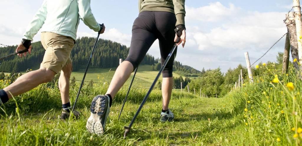 В городском саду и Парке Победы пройдут бесплатные занятия по скандинавской ходьбе
