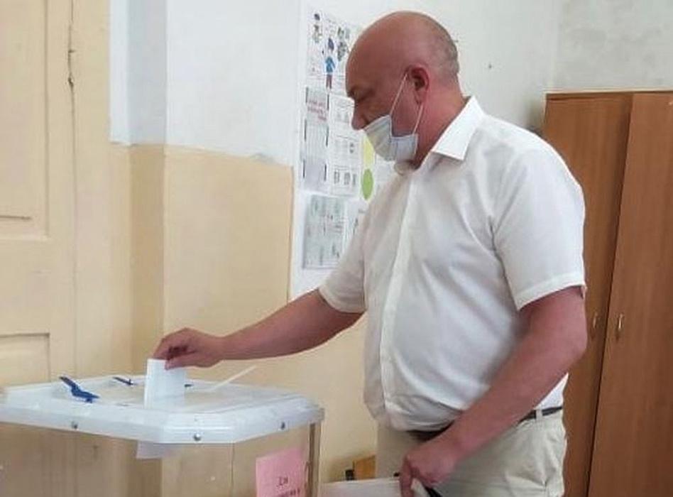 Хроника голосования: Проголосовал глава Осташковского округа Алексей Титов