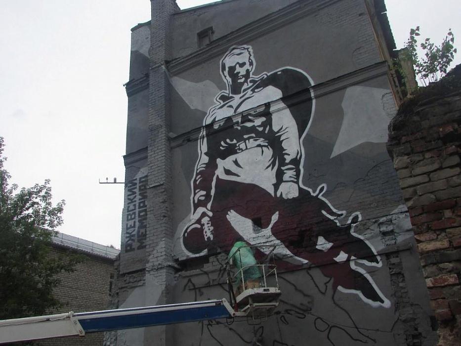 В Вышнем Волочке появилось граффити с изображением Ржевского мемориала