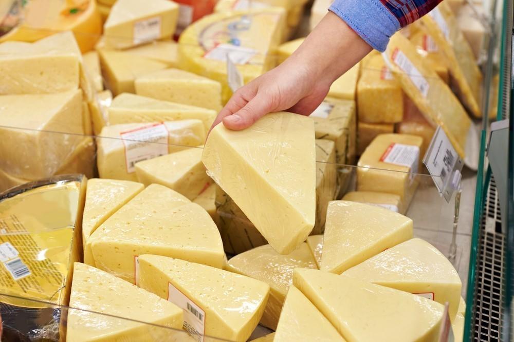 Тверской Роспотребнадзор дал рекомендации по выбору сыра