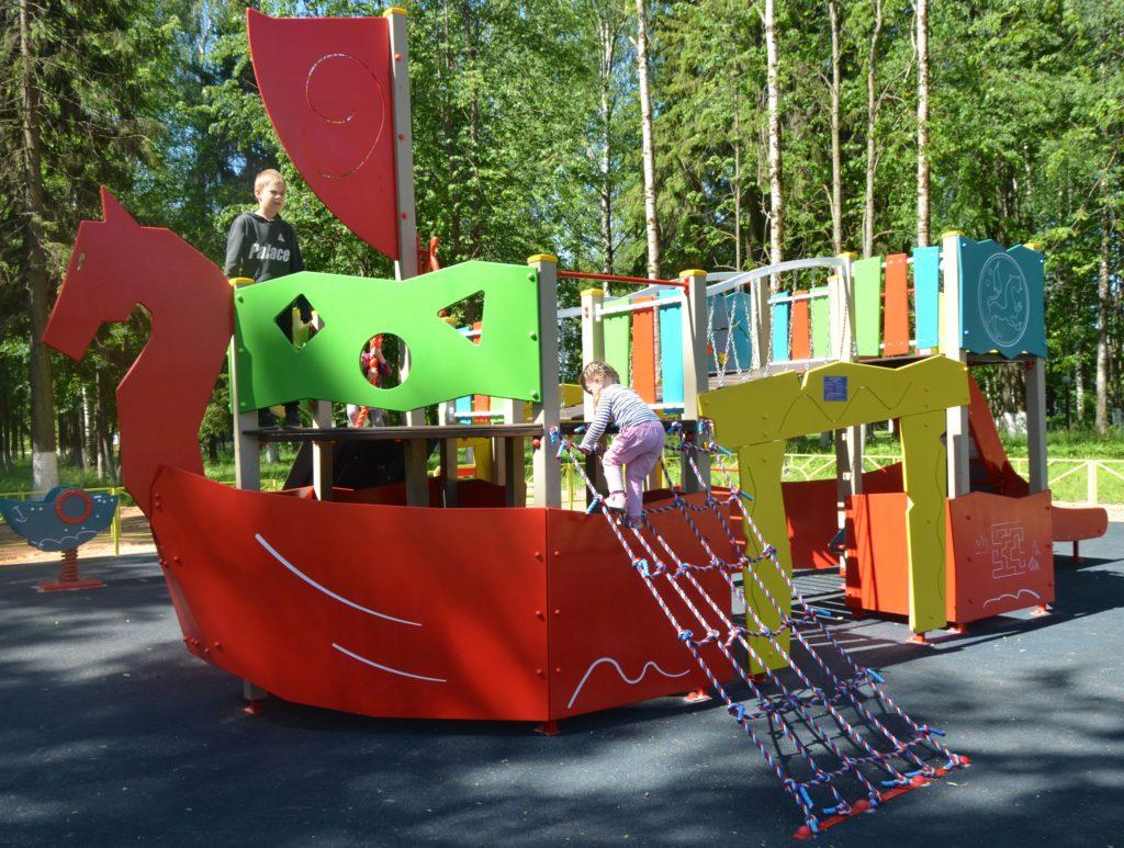 В районе Тверской области установили новую детскую площадку