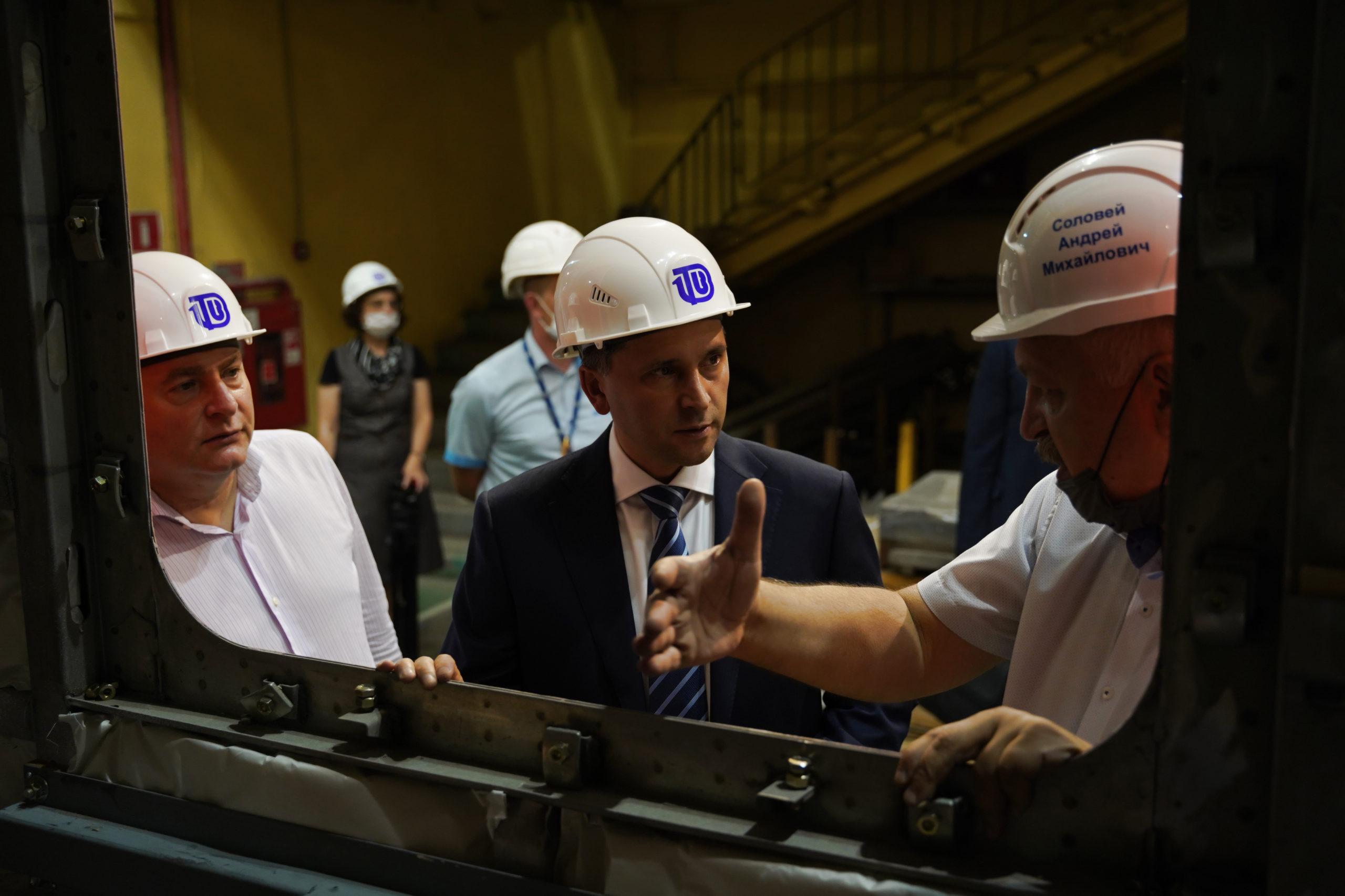 Министр природных ресурсов и экологии Дмитрий Кобылкин посетили Тверской вагонзавод
